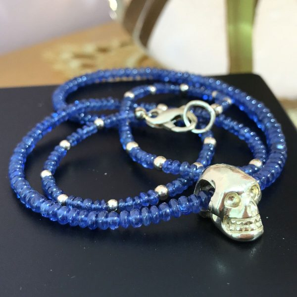 sapphire_ bed_necklace_skull